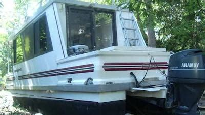 living on a boat faq l il hobo 30 trailerable houseboat great boat to travel