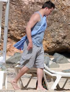 Dewan Tatum Shows Fit Figure channing tatum shows fuller figure on outing with