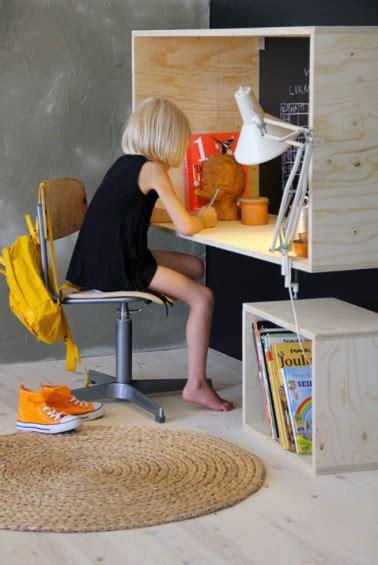 fabriquer un bureau enfant fabriquer un bureau en bois pour enfant hyper sympa diy