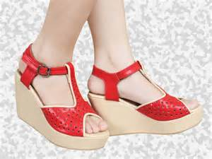 Sendal High Heels T53 Brown 301 moved permanently