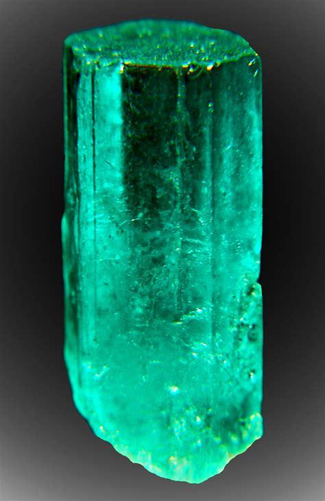 7ct 5 8 quot green emerald termnated muzo m colombia ebay