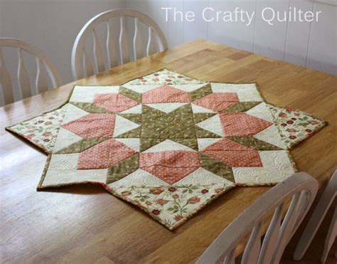 round round rounding round round and patchwork how to turn a swoon block into a table topper the crafty