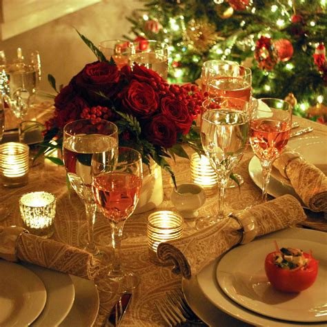 christmas table settings 50 stunning christmas table settings style estate