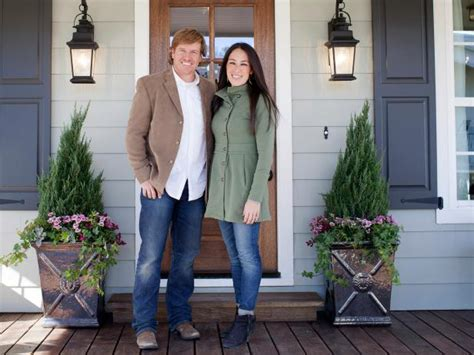 hgtv curb appeal host 31 curb appeal tips we learned from fixer hgtv s