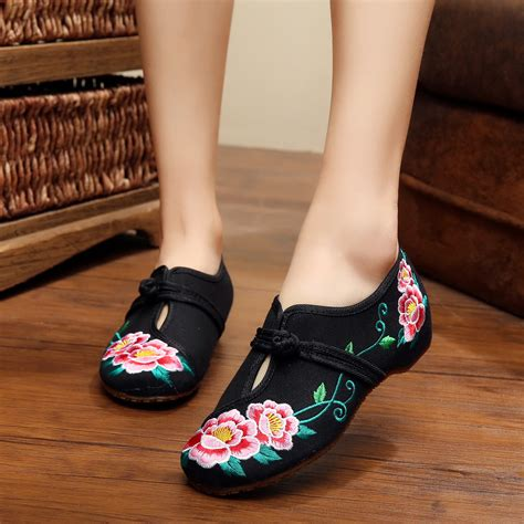 china shoes the flowers black embroidered shoes national