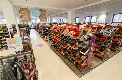 Nordstrom To Set Up Shop In The Big Apple by Nordstrom Rack Discount Retailer Opening Stores In