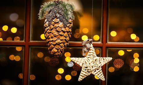 addobbi natalizi per porte e finestre natale 2015 addobbi casa come decorare le finestre