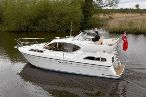 cabin motor boats haines 32 aft cabin shepherds marine