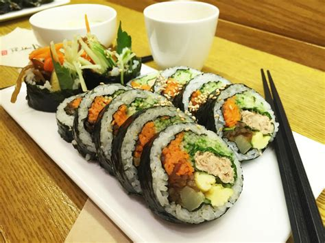 korean food basics kimbap korean sushi roll 김밥 yumkoreayumkorea
