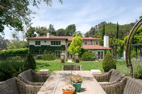 Reese Witherspoon Puts 14 Million Price Tag On Sprawling Brentwood Estate Trulia S Blog