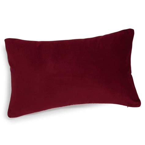 cuscino rosso cuscino rosso in velluto 30 x 50 cm maisons du monde