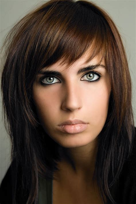 pics of haircuts medium length darker with chunky blonde highlights 30 striking medium length hairstyles with bangs creativefan
