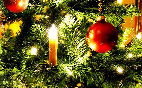 albero di natale con candele come decorare un albero di natale