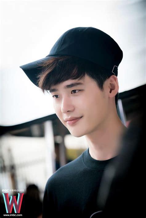 film drama korea terbaru lee jung suk w two worlds lee jong suk han hyo joo w two