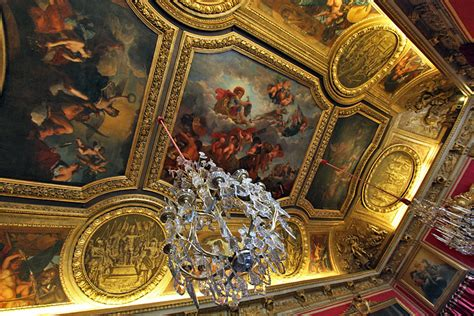 photo ceiling in versailles palace