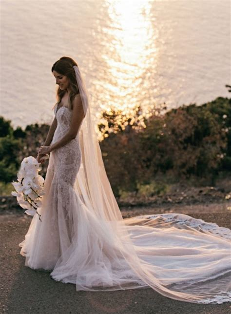 Island Wedding Dresses by 25 Best Ideas About Hawaiian Wedding Dresses On