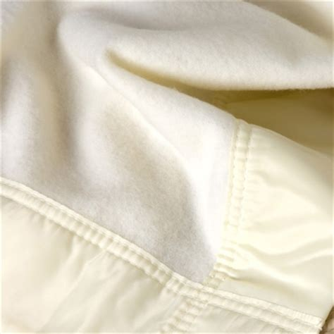 couverture 100 cachemire bordure soie white