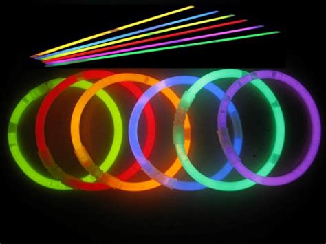 Amazon   100 Glow Sticks For $9.98 Shipped (Plus Glowing Finger Tips & Blinky Rings!)   Thrifty
