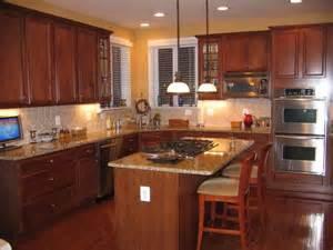 gardenweb home decor new venetian gold granite with cherry cabinets venetian