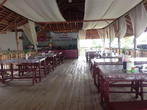 Meja Makan Restoran meja makan picture of restoran sawah buli lewu kuala