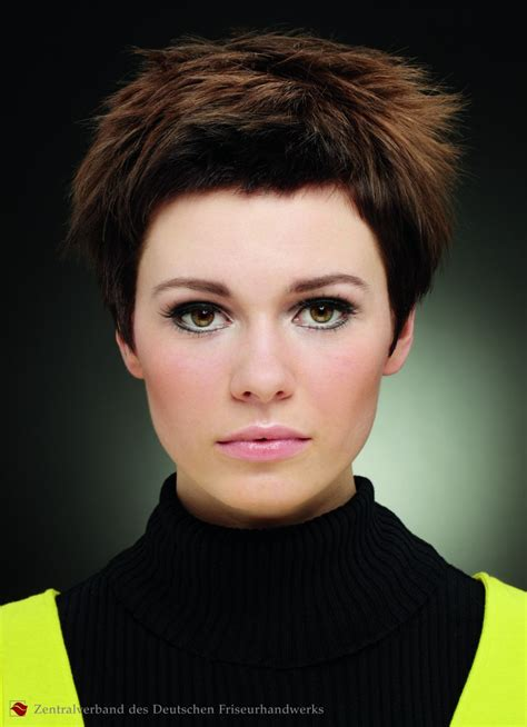 short hairstyle wispy styling  uprising ends
