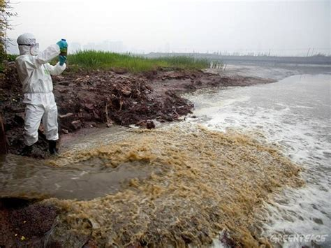 Detox Challenge Greenpeace by Greenpeace Links Nike Adidas To Toxic River Polluters In
