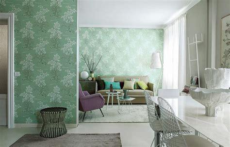 nella stanza testo un appartamento in affitto trasformato con il colore e