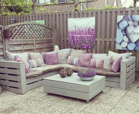 arredare giardino con bancali con i bancali l arredamento in giardino sar 224 shabby