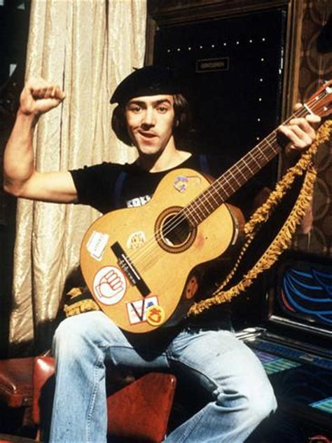 who is the actor playing the guitar in the xarelto commercial actor robert lindsay in character as citizen smith man