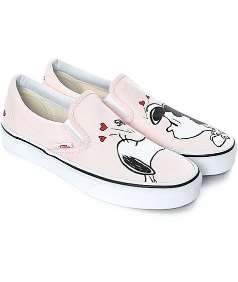 Sepatu Vans Slip On Snoopy vans x peanuts slip on smack pearl skate shoes zumiez
