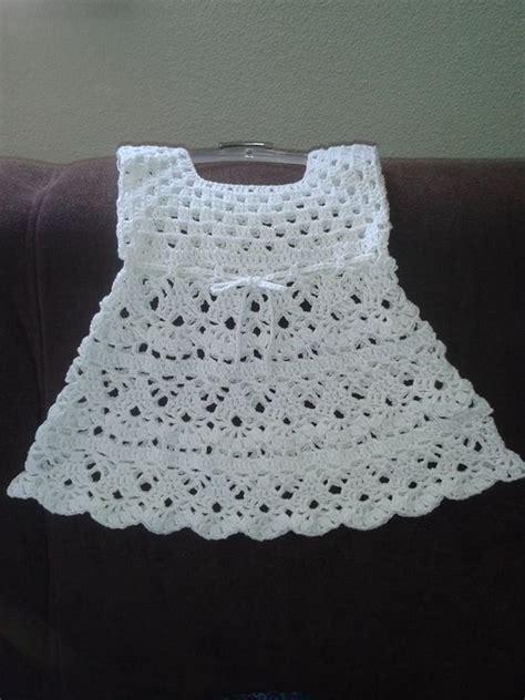 baby jurk breien patroon wit gehaakt jurkje haken en breien baby peuter en