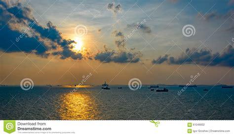 porto singapore navi da carico aspettano nel porto di singapore