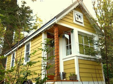 tiny house tour bayside bungalow the tiny life bayside bungalow offers visitors the chance to experience