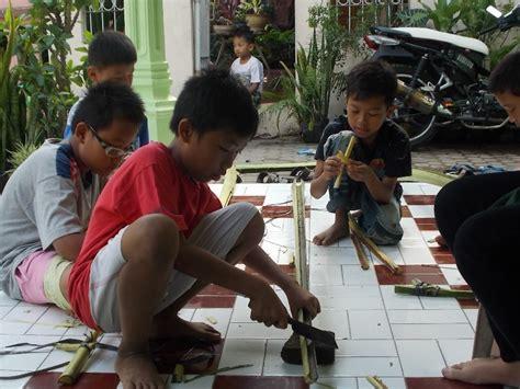 Pisau Import Keren Militer Punya mengenang masa kecil senapan dari pelepah pisang