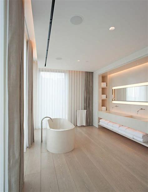 badezimmer holzboden moderne badezimmer freistehende badewanne holzboden