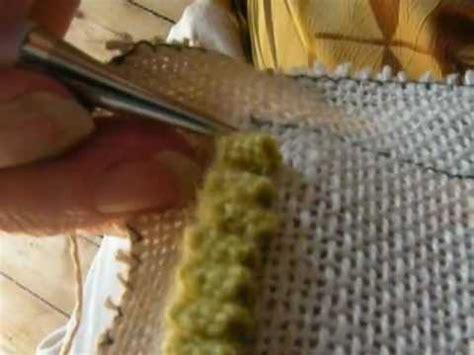 finishing a hooked rug doris eaton demonstrates the quot eaton edge quot for finishing a hooked rug