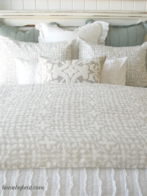 how to arrange pillows on a bed tips for a beautiful bed landeelu com