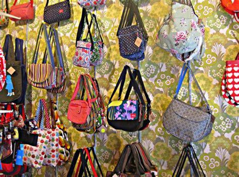 Souvenir Kaos Netherland 1 souvenir shopping in amsterdam 20 things to buy