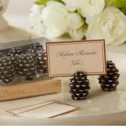 Winter Wedding Table Decorations Ideas - marque place pomme de pin