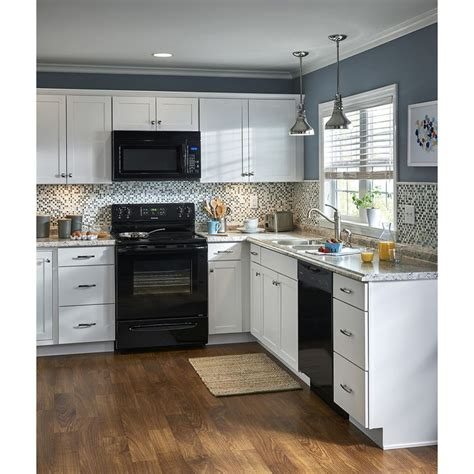 lowes kitchen cabinet sale 1000 ideas about lowes kitchen cabinets on pinterest