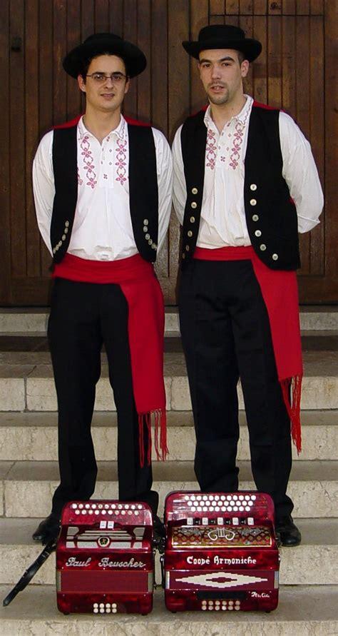 Mediterranean Style Wedding - folkcostume amp embroidery lavradeira costume viana do castelo minho province portugal