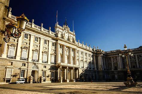 palacio real madrid entrada gratuita palacio real de madrid visitas horarios precios y