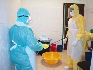 l infermiera di notte testo ebola infermiere sardo trasferito a roma allo spallanzani