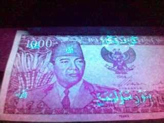 Uang Kuno Gambar Ir Soekarno pin koleksi keris peninggalan kerajaan kutai genuardis
