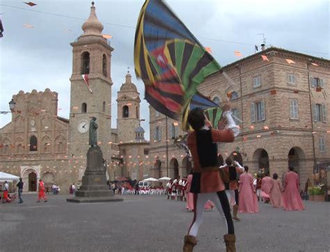 Marche Di Ladari Festa Per Le Bandieri Arancioni Nelle Marche 8 Su 19 Sono