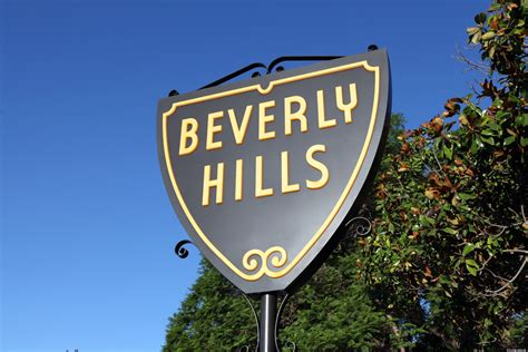 beverly hills sign 5 very stylish reasons to visit beverly hills in 2014