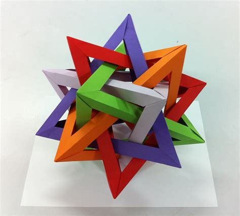 Origami Tetrahedron - five tetrahedra can create this beautiful curiosa