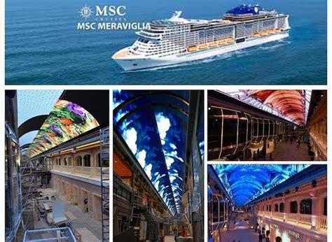 un barco navega la pantalla led m 225 s grande a bordo de un barco navega en