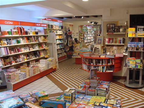 mondadori librerie un restaurant dans les librairies mondadori une premi 232 re