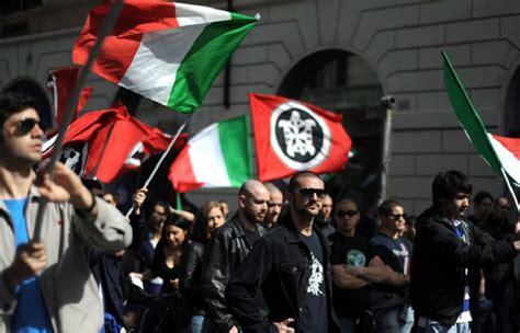casa pound italia carnet d italie des tracts et des drapeaux le de